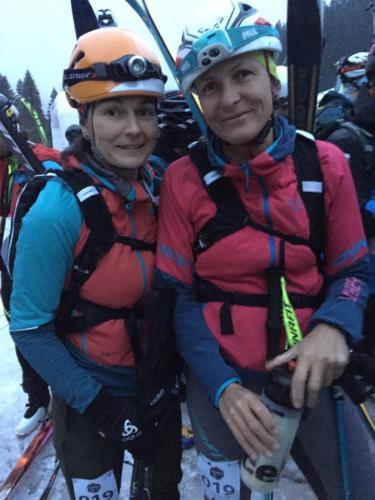 Linda Beniačová s Adéla Bodiová na startu závodu Noc Tuleních pásů 2020 :) holky vyhrály ve své kategorii o minutu